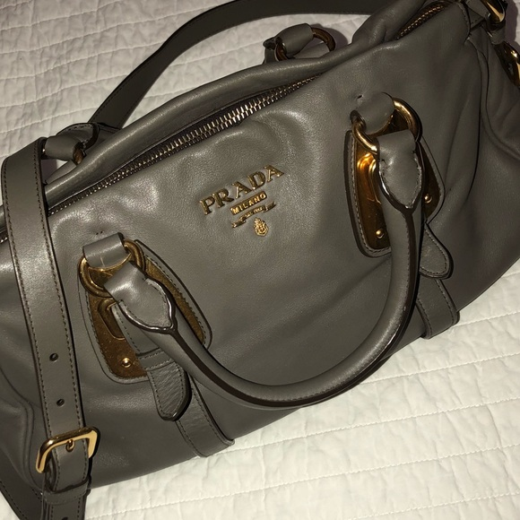 Prada Bags   Gorgeous Grey Bag Make Me An Offer   Poshmark 567e92dc7e
